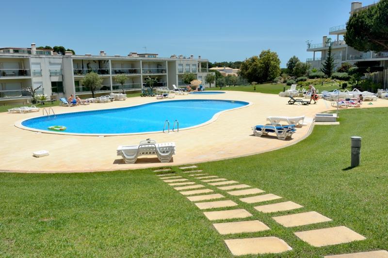 Apartment Monte da Balaia - GREAT PRICES, holiday rental in Albufeira