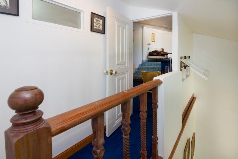 View into first room of Top-guestroom 404/69, entrance door opened