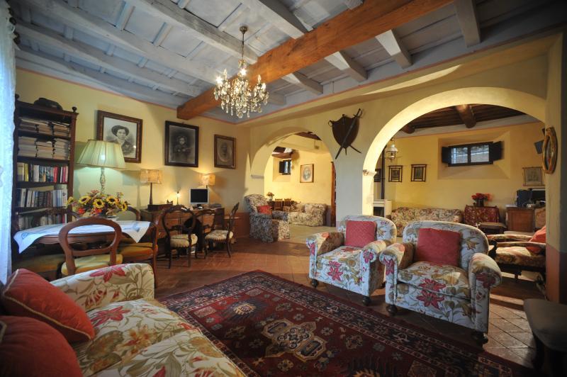 VILLA BENEDETTA-CASA LOLA, holiday rental in Careggine