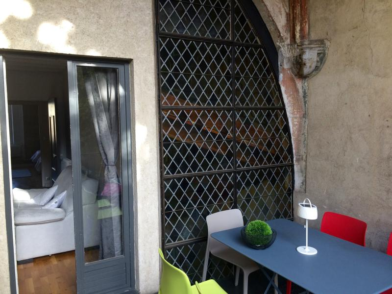 1è rue amiral roussin one of the best 2/3 bedroom historical apart, outdoor full of sun,  rare!!