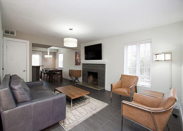 The San Sirmione at Plaza 2700. Pet Friendly Townhome with Room for All!, location de vacances à Virginia Beach