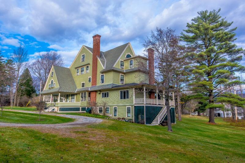The 24 room Taconic Mansion in the heart of Manchester Village VT. Walking distance to Equinox Hotel