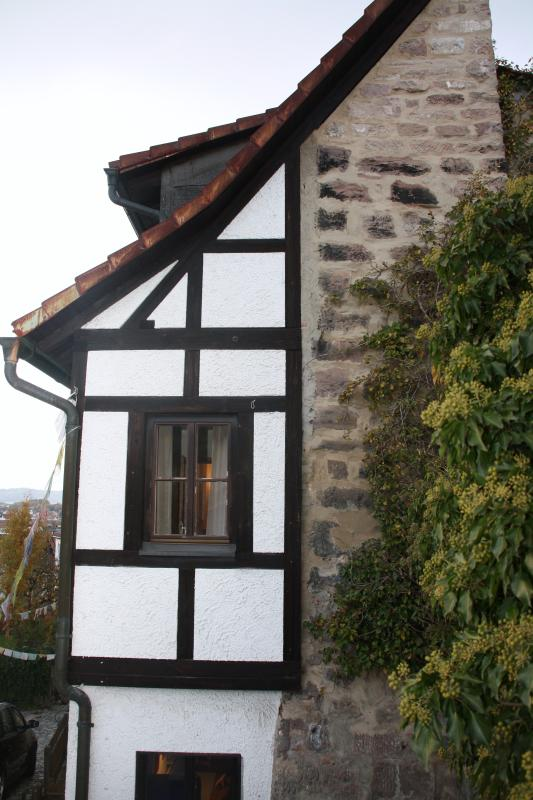 Malerische Fachwerk-Fassade direkt an der historischen Stadtmauer Kulmbachs