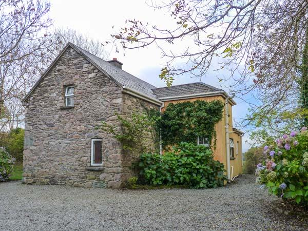 GORTAGOWN COTTAGE, detached, open fire, pet-friendly, on the Ring of Kerry – semesterbostad i Sneem