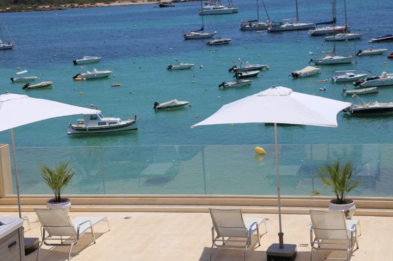 Suite con Jacuzzi in Beachfront Es Turo luxury Hostal, location de vacances à Colonia de Sant Jordi
