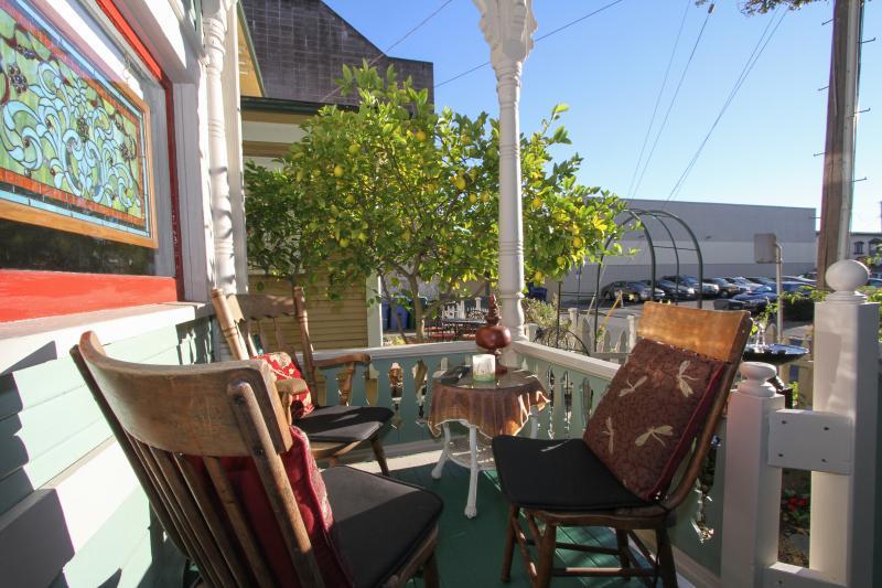 Downtown, 3 bdrms close to Pliny and Great food, location de vacances à Santa Rosa