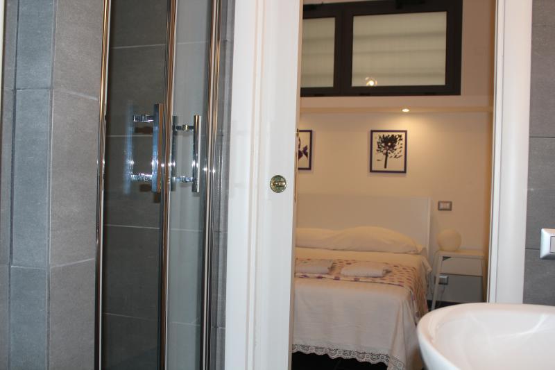Chambre à coucher avec salle de bains WC