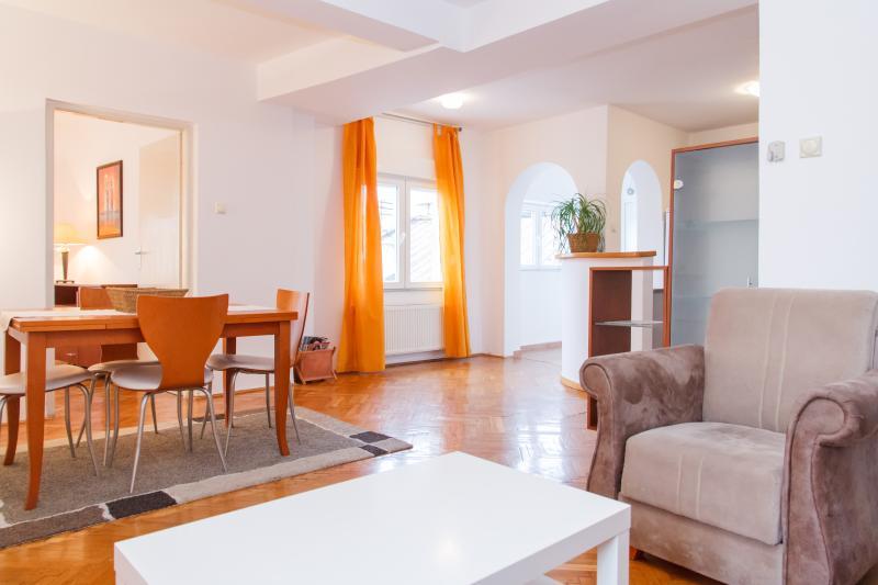 Knez Apartment city center, holiday rental in Belgrade