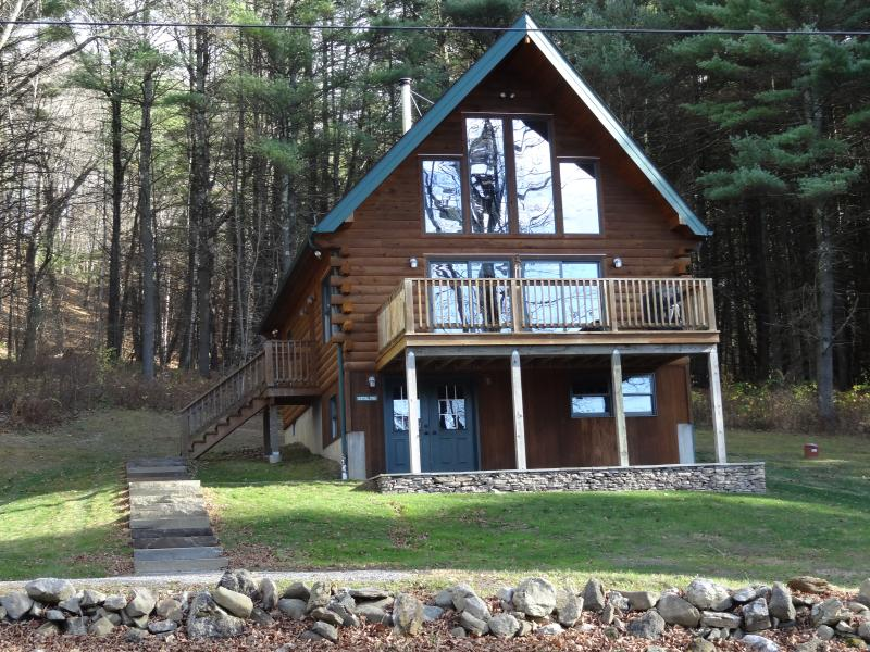 Beautifully decorated & immaculate log chalet, holiday rental in Copake Falls