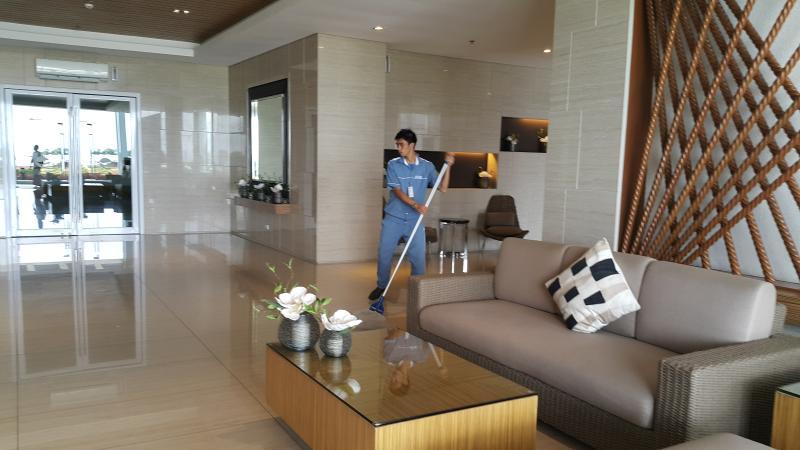 Lobby mantenuto dal personale delle pulizie