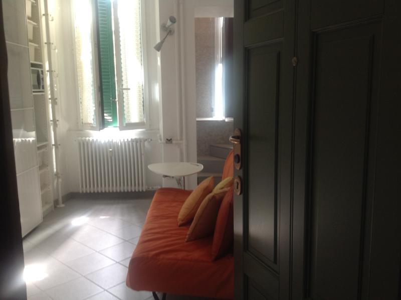 Affaccio su giardino condominiale interno, divano letto una piazza e mezza facilmente apri/chiudi
