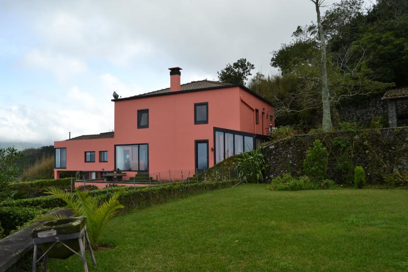 Pico do Cavaco-mother house and apartment