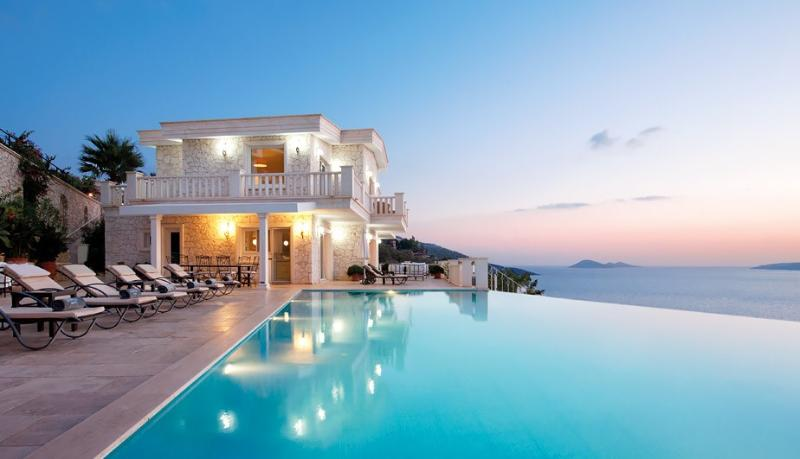 White Lodge's spectacular heated infinity pool and breathtaking ocean views