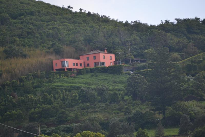 Pico do Cavaco - Uma casa na encosta, uma vista deslumbrante