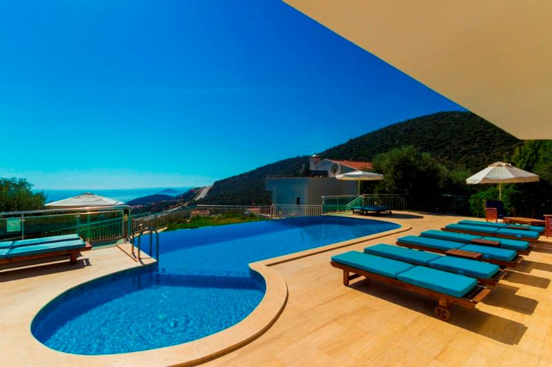 Villa Kalkan Atakan is 6 Bedroom Luxury Private Villa Kalkan with Seaview, aluguéis de temporada em Kalkan