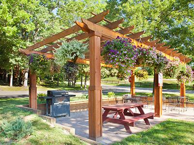 Grilling and picnic areas available.
