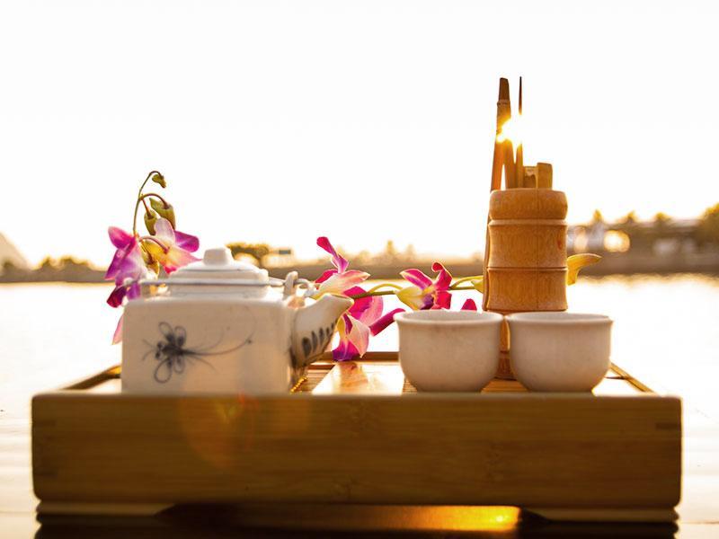 Comme votre croisière baie d'Halong tire à sa fin, prendre part à une cérémonie traditionnelle du thé.