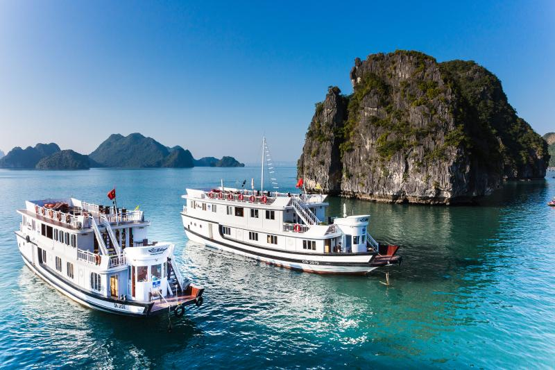 Bhaya Cruises Deluxe cabin, vacation rental in Halong Bay