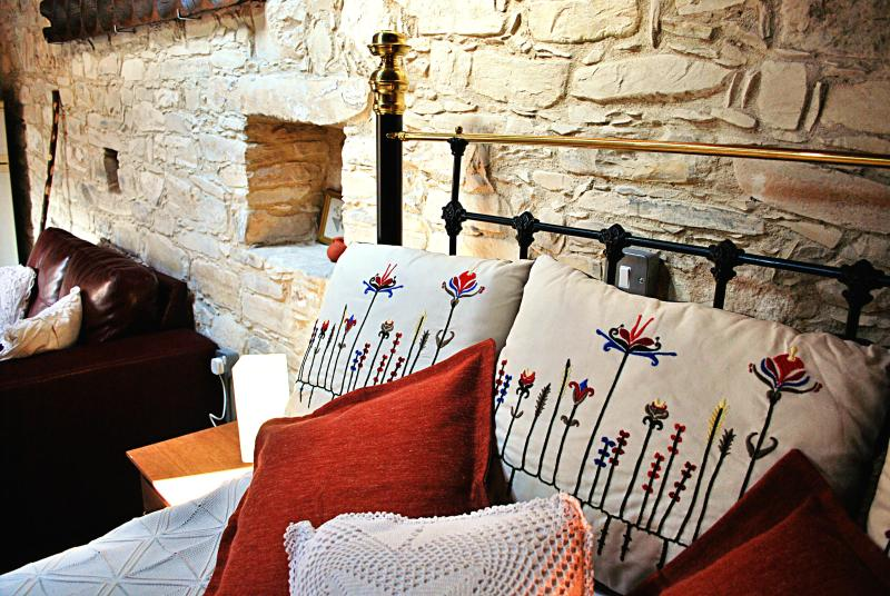 EcoAwarded Traditional Village Apartment -Mulberry, holiday rental in Lythrodontas