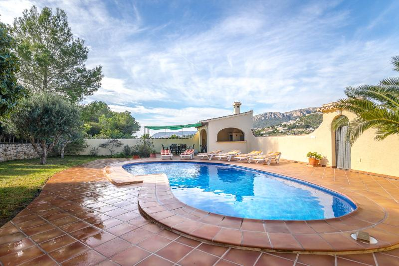 Calpe villa Los Jasmines - Peaceful, total privacy, great views, not overlooked, holiday rental in Calpe
