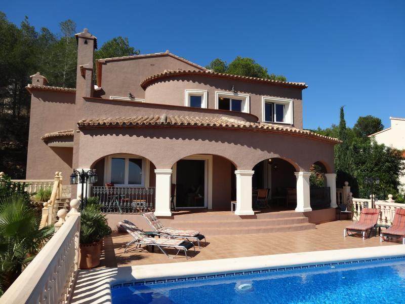 Luxury villa, La Sella, Private Pool, air con throughout, wifi, sleeps 8, views., vacation rental in Muntanya la Sella