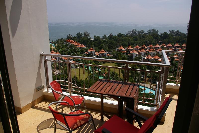 balcón principal con magnífica vista al mar