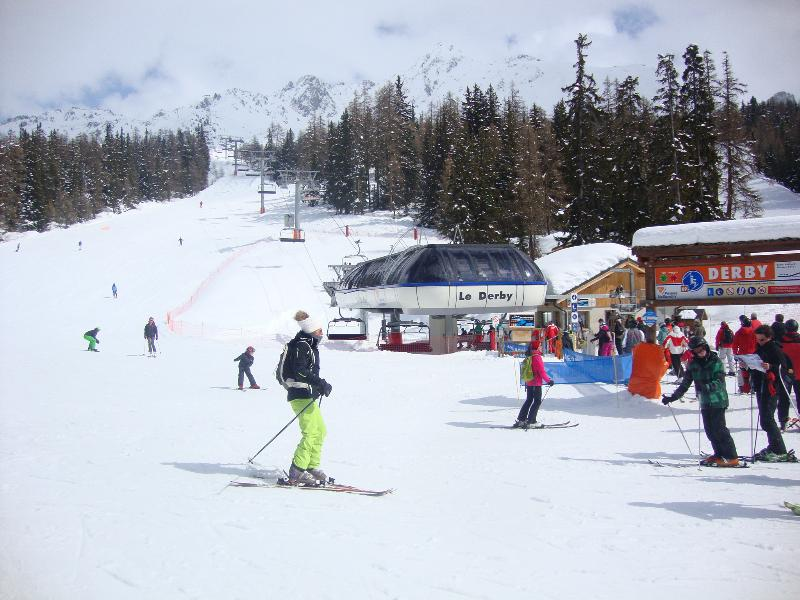 Fantastic skiing either on the wide open pistes or head for the woods near Valendry
