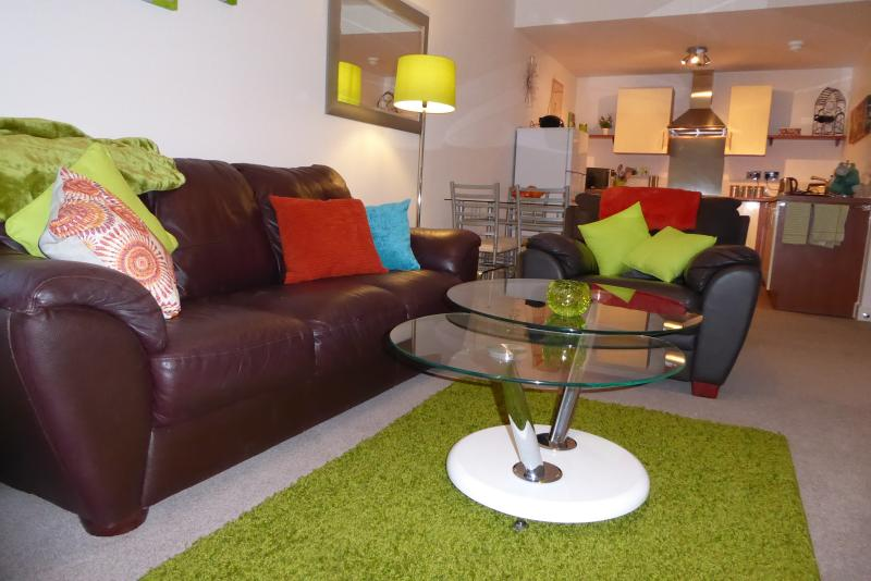 Stylish living, with 42 inch flat screen TV, free Wi-Fi. Newly decorated throughout.