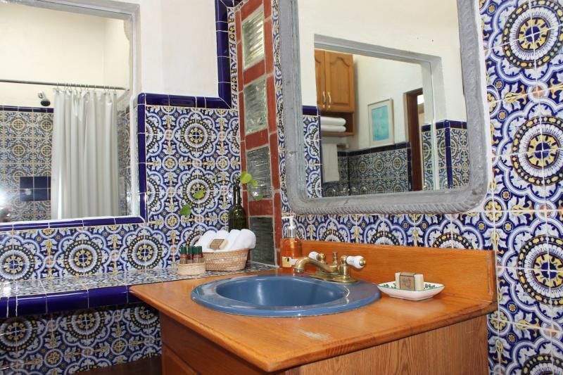 Baño con Amenidades de Hotel / Baño con servicios del hotel