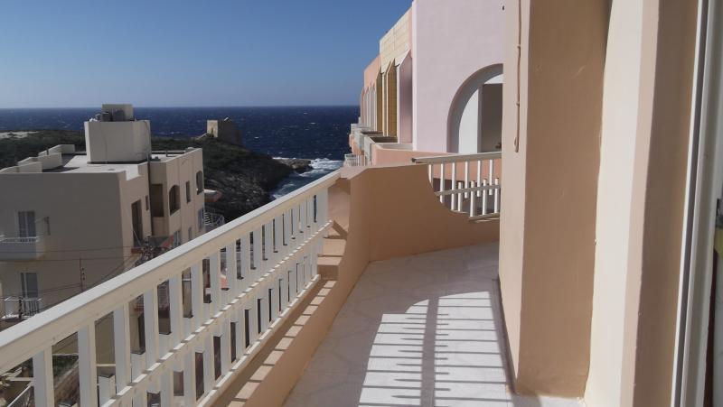 Sea and Country View 2nd Floor Apartment, vacation rental in Munxar