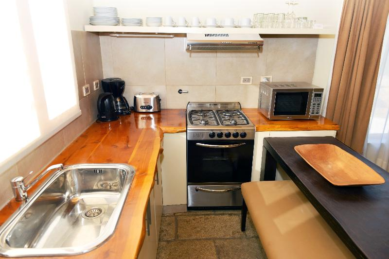 Spacious kitchen with brealfast bar