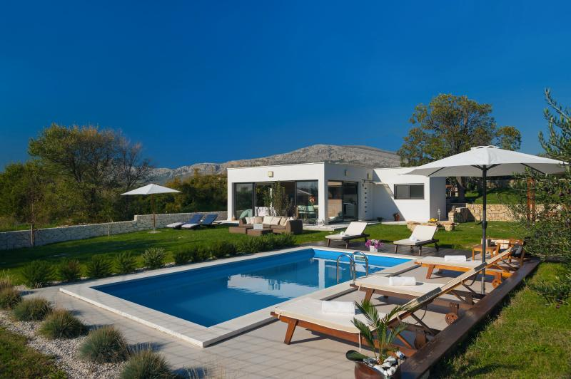 Luxury villa Paradise - with heated private swimming pool, vacation rental in Split