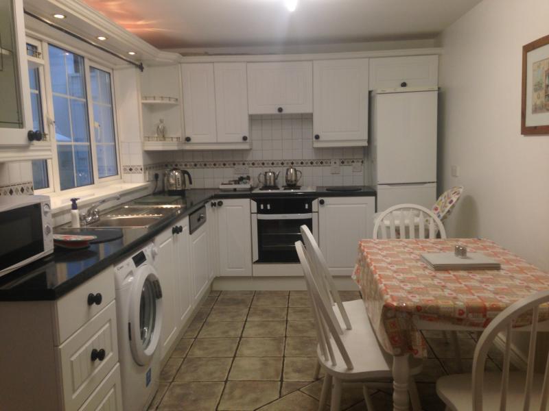 Kitchen with hob & oven fridge freezer, dishwasher & washing machine