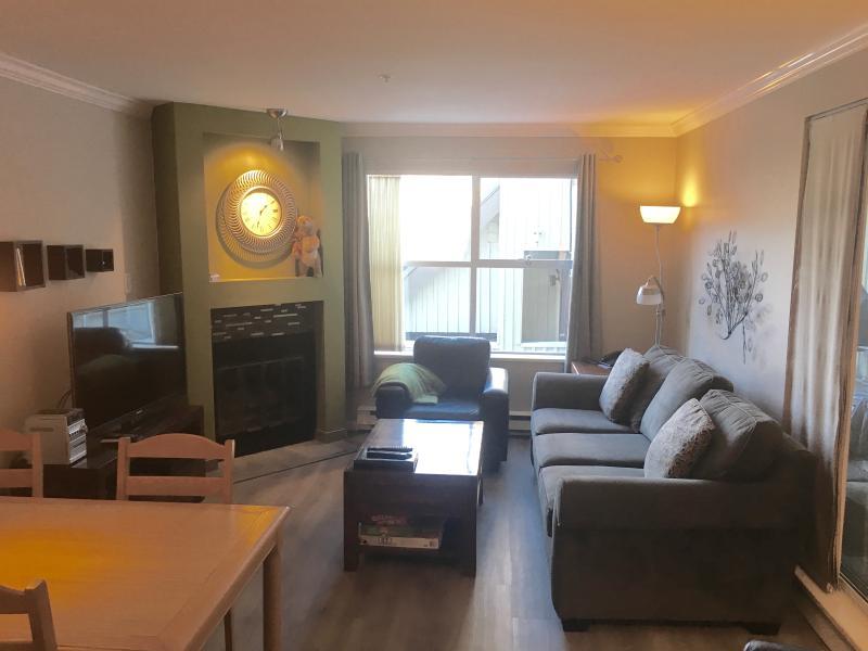 Wohnzimmer mit 42' HDTV