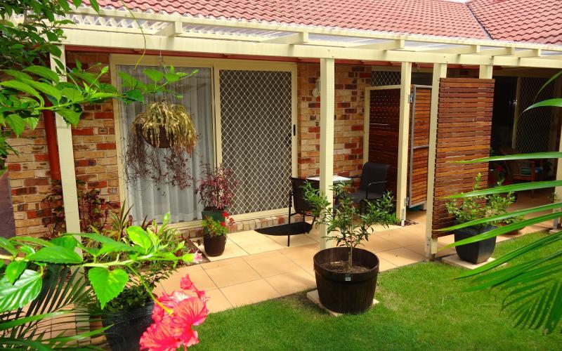 Privaten, geschützten Zugang zum Garten, elegante Zimmer mit Doppelbett