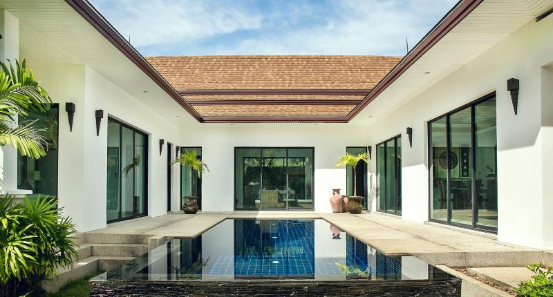 Beautiful Luxury Villa in Paklok, casa vacanza a Koh Kaew