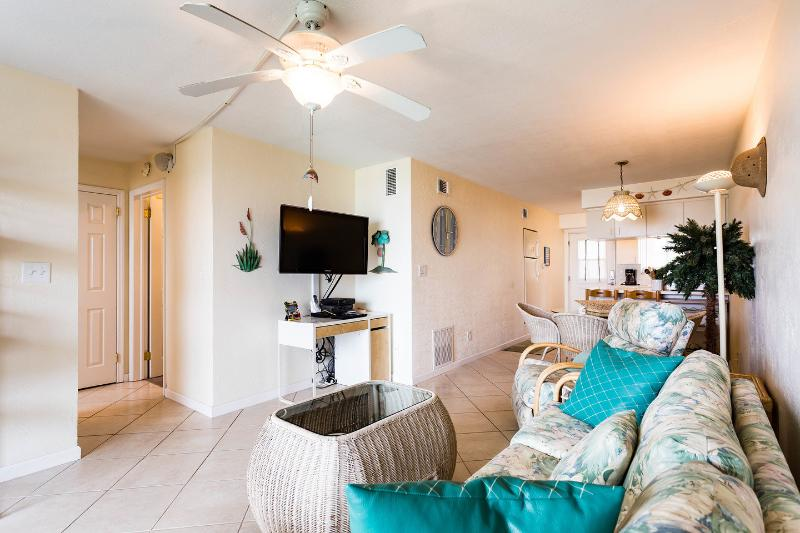 Upgraded Beach Apartment in Cocoa Beach, alquiler vacacional en Cocoa Beach