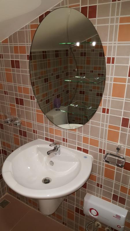 Hand wash with cold and hot water and round mirror in private bathroom in Top-guestroom 404/69