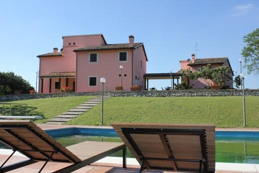 LARGE LUXURY VILLA +LODGE WITH  LARGE POOL, holiday rental in Spoleto
