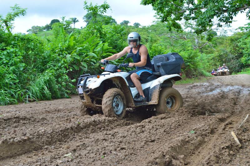 Otro super divertida actividad usted puede hacer durante su visita es de recorridos con road ATV.
