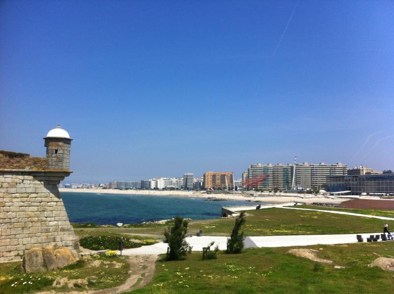 Matosinhos shoreline - 7,4 Km -15 min by car or 14 Metro stops