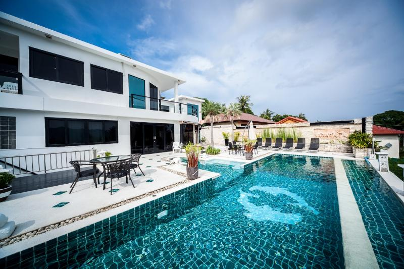 4 bedroom villa only 5 minutes to famous Chaweng Beach.