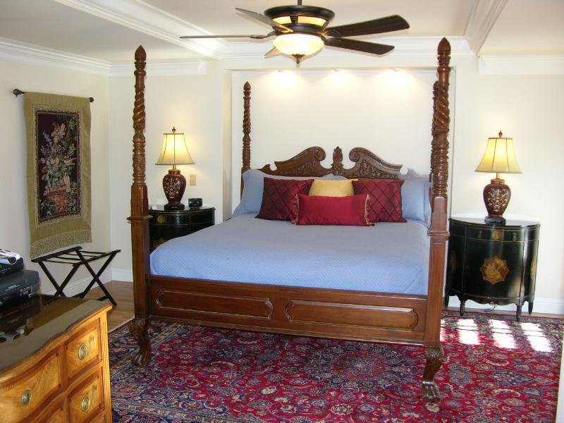 Merlot Room w King bed, soaking tub and white marble walk in rain fall shower, 37' flat screen TV