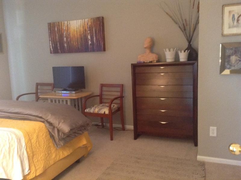 Coin salon chambre à coucher principale