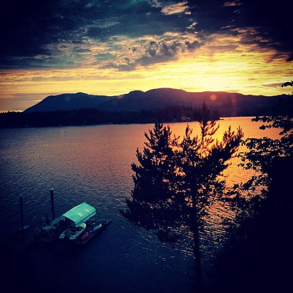 Couples Waterfront Retreat with Amazing Sunsets!, vacation rental in Port Alberni