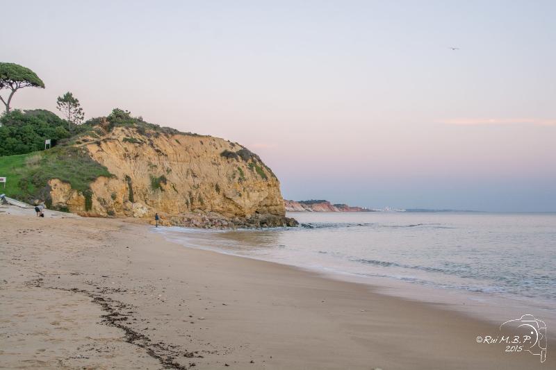 Superbes falaises de Olhos de Agua beach 5 min à pied