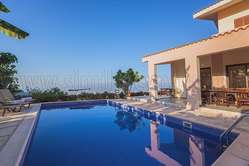 4 Bedroom Villa Katerina in Droushia Village near Latchi Marina & Beach, location de vacances à Inia