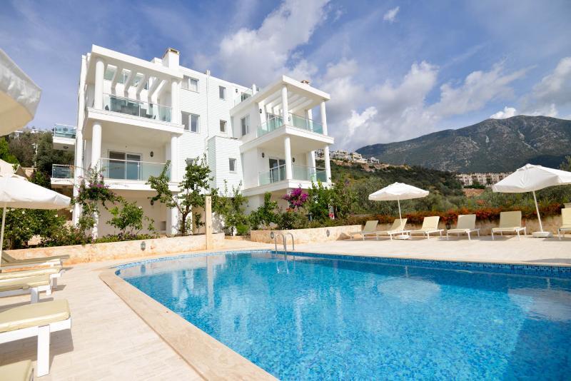 Sunset Apart,luxurious 3 bedroom 3 bathroom 6+1, holiday rental in Kalkan