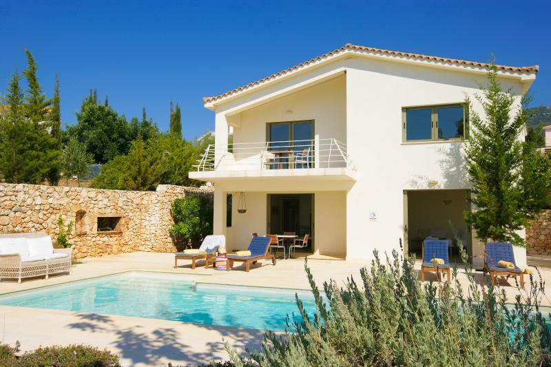 Ideales Resort villa Porfyra, aluguéis de temporada em Trapezaki