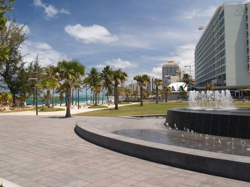 Ventana del Mar - Nearby park with access to the beach (One block away)